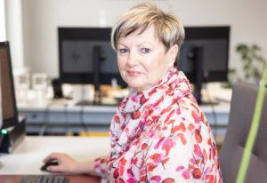 Verena Fehr ist nach ihrer Rehabilitation wieder als Verkaufsassistentin bei ihrem alten Arbeitgeber tätig.